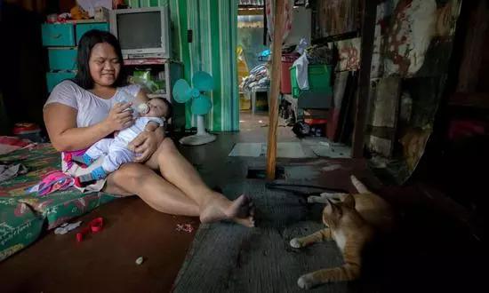 """惠氏在菲律宾推销""""第一口奶"""""""